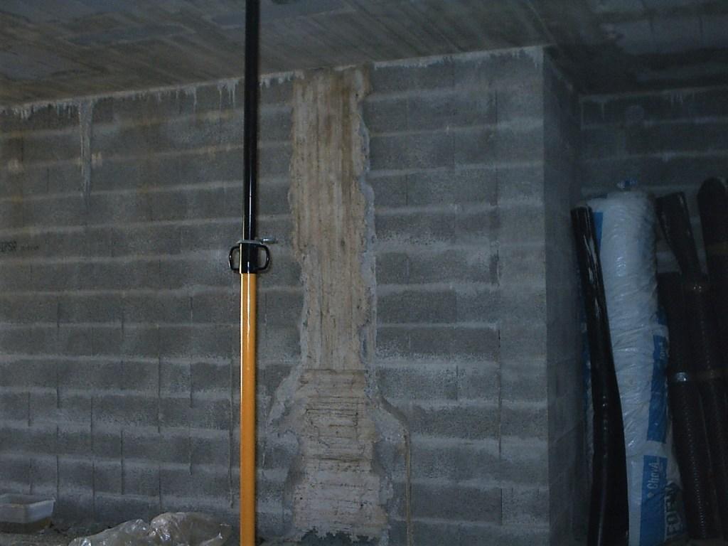 Muro de carga con bloque h-25 y pilares de hormigón armado