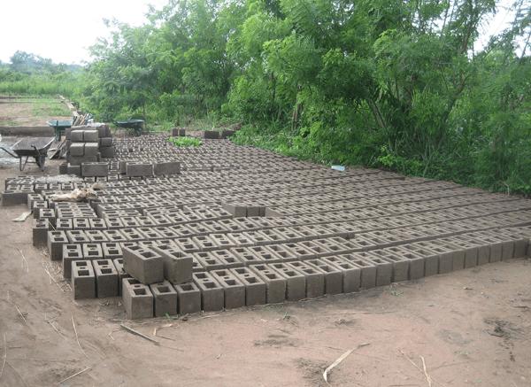 stock de parpaings au Togo