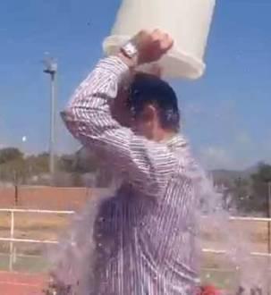 Cubo-agua-helada