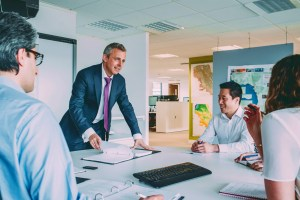 Meritocracia en los Negocios: Qué es y Cómo Aplicarla