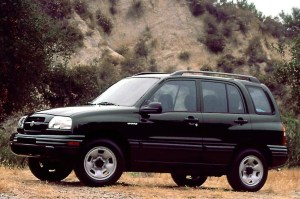 199905 Suzuki Vitara | Consumer Guide Auto