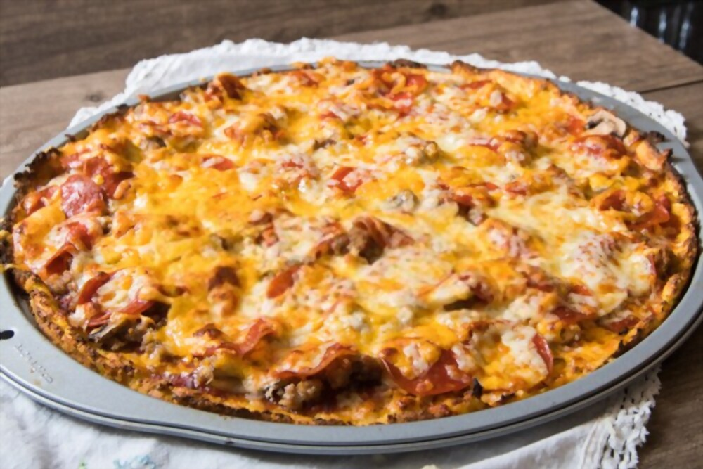 Cheese pizza with cauliflower crust