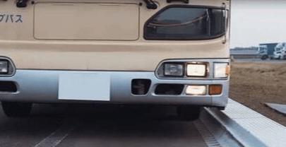 Experiência da Bridgestone Corporation em pneus e borracha viabiliza o acesso a autocarros sem obstáculos