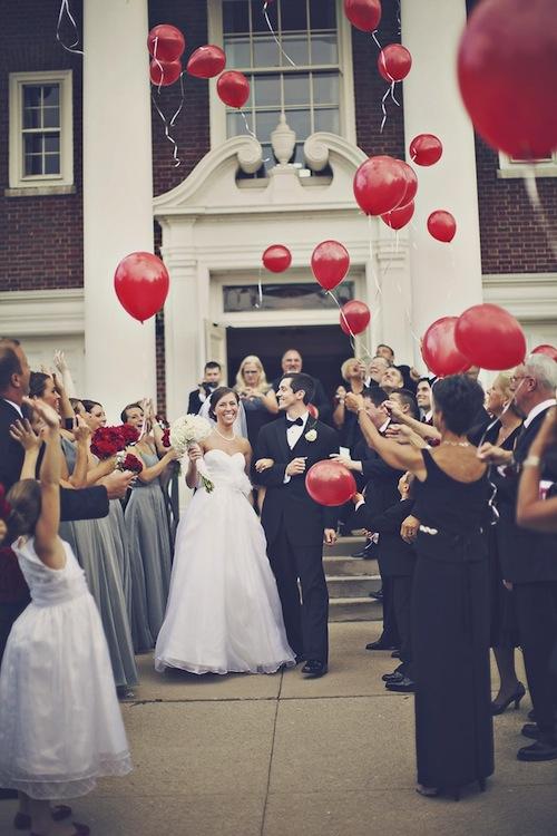 salida-ceremonia-boda-globos