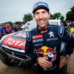 Peterhansel refuerza liderato al ganar quinta etapa y Loeb abandona el Dakar