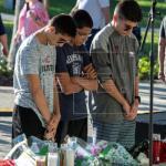 Armados de valor, los alumnos vuelven a clase dos semanas después del tiroteo