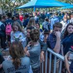 Alumnos y padres vuelven a la escuela de Florida escenario de la matanza