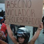 """Con huevos, piedras y tomates agreden a """"Timochenko"""" en suroeste de Colombia"""