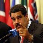 Diálogo y fecha de presidenciales mantienen expectantes a los venezolanos