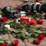 """Repudio mundial al """"vil asesinato"""" de periodistas ecuatorianos en cautiverio"""