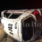 Taxista alcoholizado se vuelca, resulta lesionado, pierde la camisa y de paso destruye el taxi