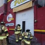 Evitan bomberos tragedia en comercio de pollos por el Ex Cuartel Juárez