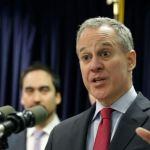 El gobernador de Nueva York pide la renuncia del fiscal general del estado