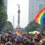 """Comunidad LGBT marcha en Ciudad de México bajo el lema """"¡no renunciaremos!"""""""