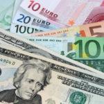 El dólar retrocede ante el euro y finaliza mixto frente otras divisas