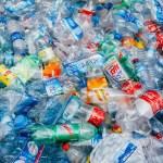 Cada minuto se compran en el mundo un millón de botellas de plástico