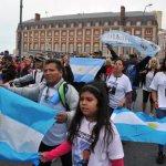 Familiares de tripulantes del submarino argentino piden agilizar búsqueda