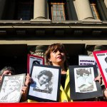 Decenas de chilenos honran las víctimas de la dictadura de Augusto Pinochet