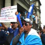 Centenares de personas protestan en Guatemala contra su presidente