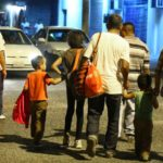 Hondureños emigran huyendo de la violencia y la pobreza, según expertos