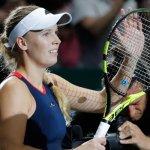 Wozniacki vence a Kvitova y se mantiene en la lucha