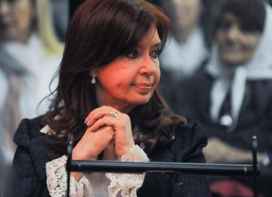 Cristina notificó al Tribunal que el lunes no irá al juicio por la obra pública