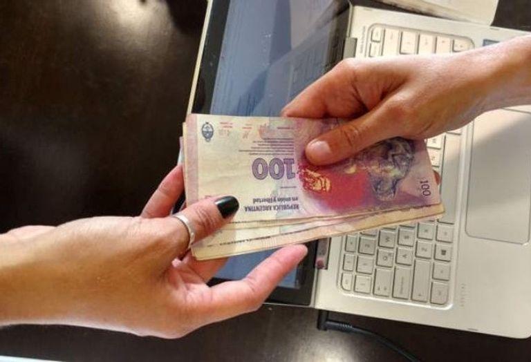 Cómo serán los «microcréditos» no bancarios a tasas bajas que arma el Gobierno
