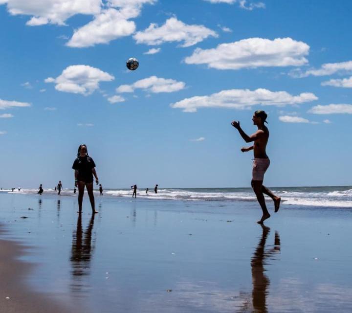 Marzo en el Partido de La Costa: promociones y descuentos para disfrutar de las playas amplias y seguras