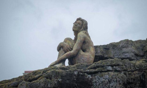 Revelación del misterio: se conoció el autor de la enigmática escultura de Mar del Plata