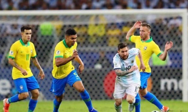 Cuándo y dónde se juega la cuarta final de la historia entre Argentina y Brasil Argentina superó a Colombia en las semifinales y alcanzó la final de la Copa América. El próximo sábado se medirá ante Brasil, quien ayer eliminó a Perú.