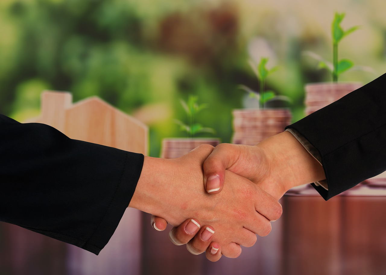 handshake-agreement-gesture-6506332 Posmrtna pripomoć