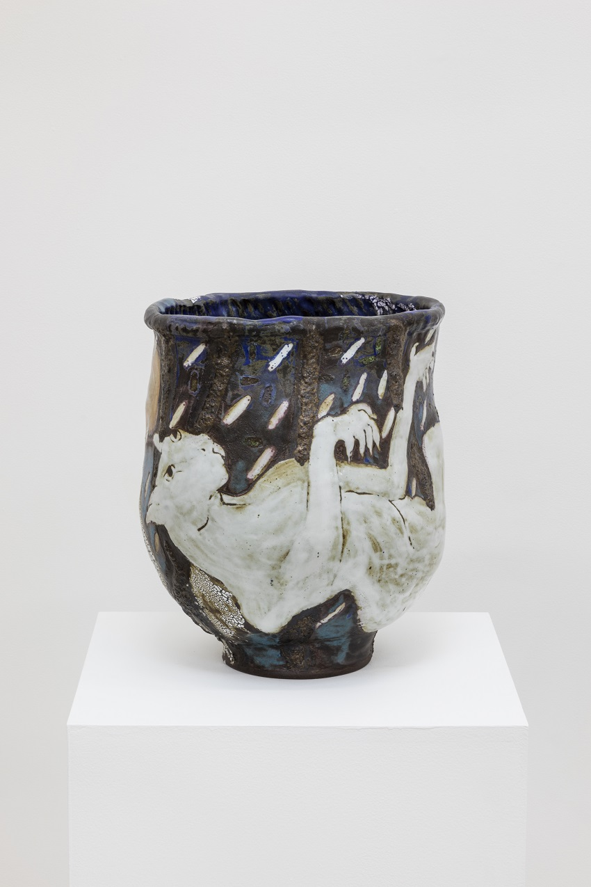 Karin Gulbran, Fallen Cat in Rain (2015). Stoneware, 17.5 x 17 x 14 inches. Image courtesy of the artist and China Art Objects Galleries. Photo by Joshua White.