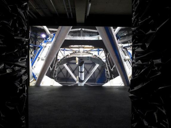 400 milliards de planètes, 2104, Vidéo Film, couleur, son, 4'27'' en boucle Courtesy Galerie Suzanne Tarasieve, Paris et Galeria Leto, Varsovie, photo Marc Domage