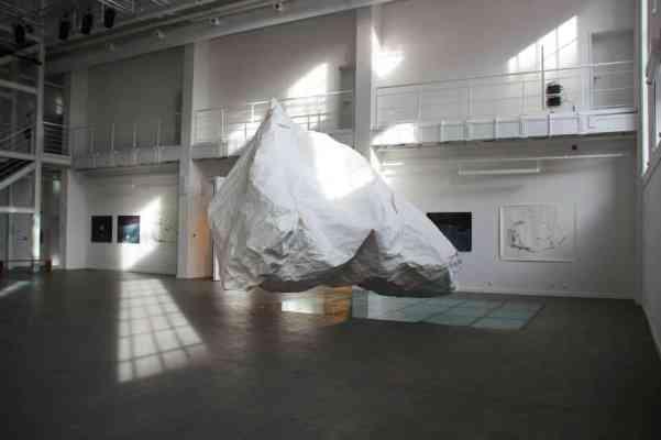 Apnea. Dorota Buczkowska. Featuring Przemek Dzienis, installation view, form made of paper, 5 x 4 x 3 cm, TRAFO Szczecin 2014