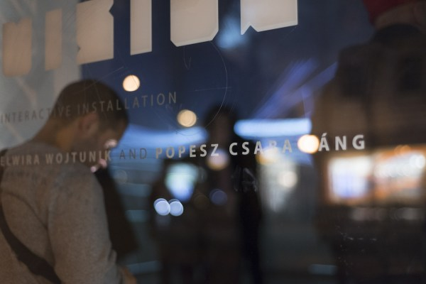 Elwira Wojtunik, Popesz Csaba Láng / Elektro Moon Vision, WAVES - interactive installation, Platan Galery, Budapest, 2015, photo Hegyháti Réka / Platan Gallery