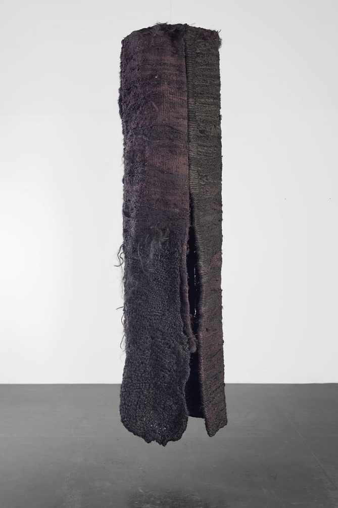 Magdalena Abakanowicz, Tube, 1976, 300 x 90 cm, photo M. Gardulski, Starmach Gallery