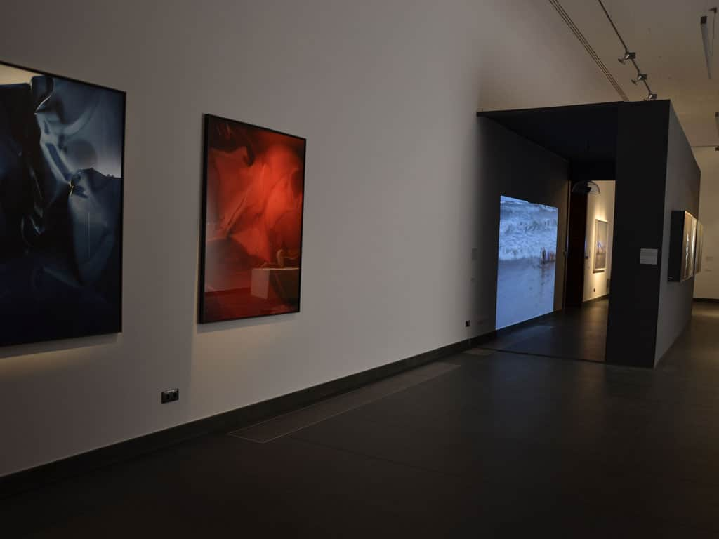 Ewa Axelrad, #Flulds 1, Flulds #2, photo, lambda in dibond and plxiglas in wooden frame, 2 x 122x155cm, 2012/ Izabela Chamczyk, Wave Phase, video-installation, 2014