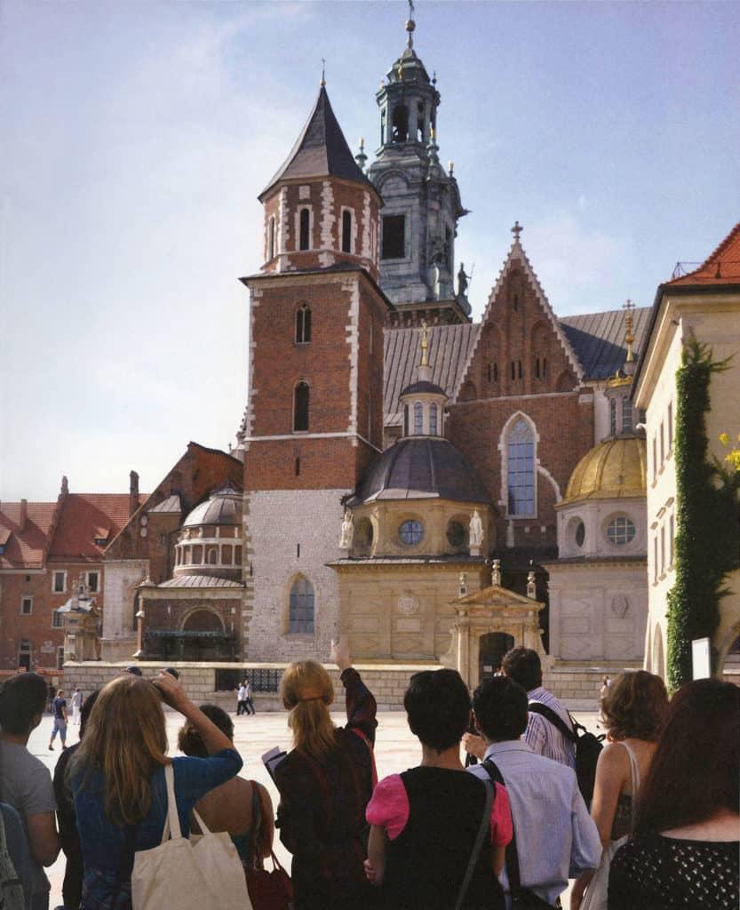 """Jakub Woynarowski, Aneta Rostkowska, """"CCA Wawel Castle"""", lecture-performance, Cracow, 2012, photo: Weronika Szmuc for KBF"""