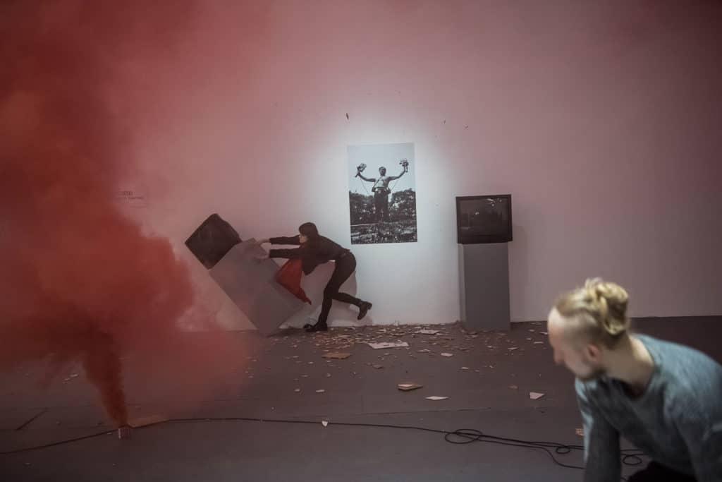 Performative actions: Jonasz Chlebowski, Mateusz Kowalczyk, Oliwia Thomas; photo Wojciech Pacewicz