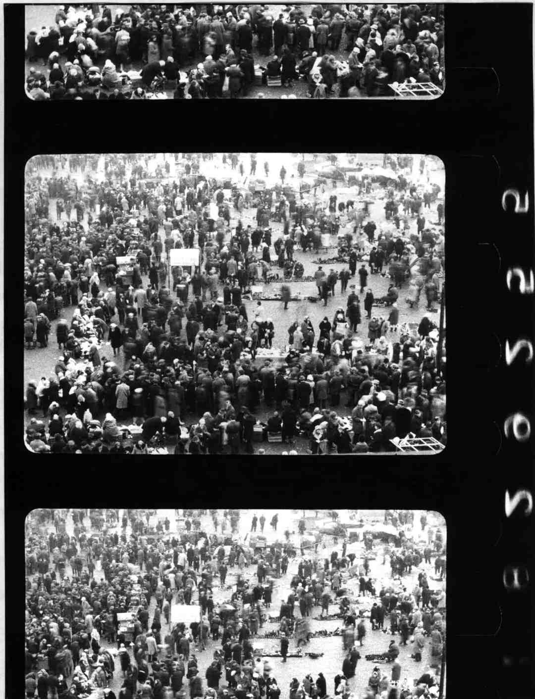 "Józef Robakowski, ""Market,"" video, 1970, collaboration: Tadeusz Junak, Ryszard Meissner, WFF, courtesy of the Exchange Gallery"