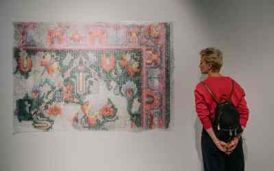 CAN TAPESTRY REPRESENT SUCCESSFULLY THE MOST PRESSING ISSUES OF THE WORLD WE LIVE IN?