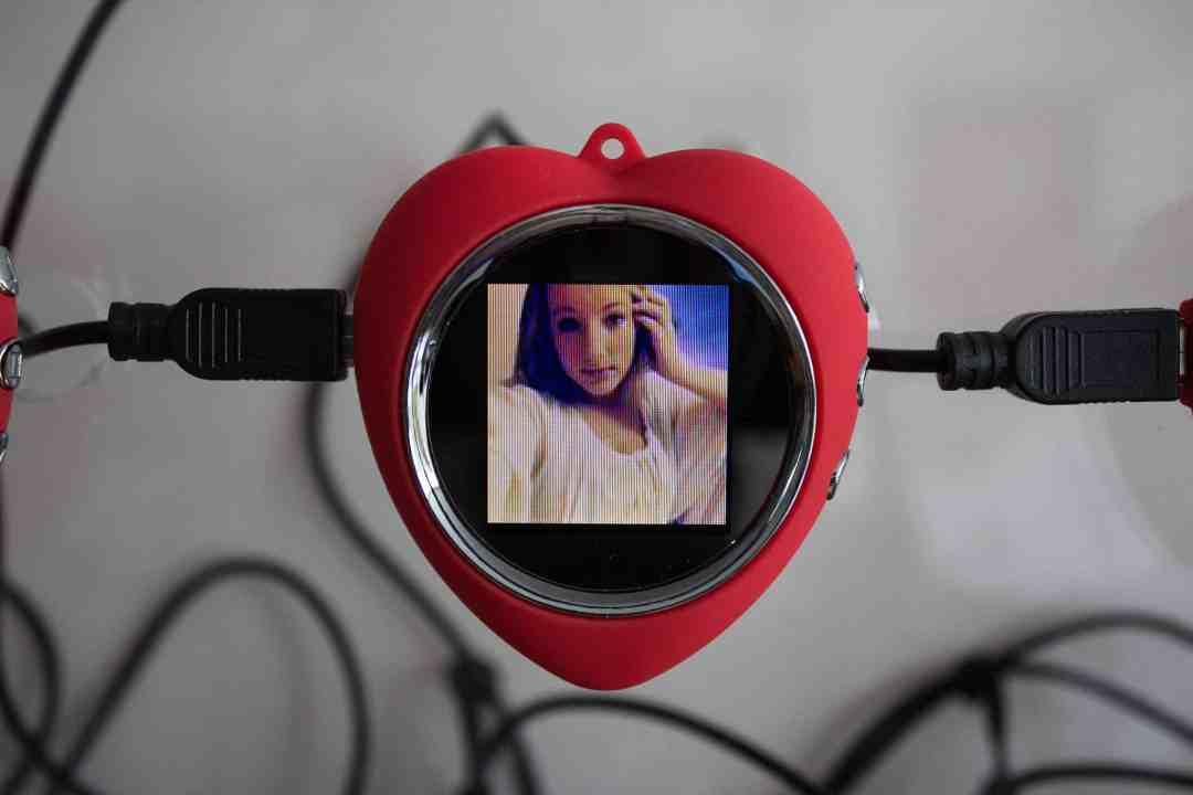 Jeroen Van Loon, Kill your darlings, 2012, Video Installation, 97 LCD displays, 10 USB hubs, wood, plexiglass, 120 x 120 x 18.8 cm