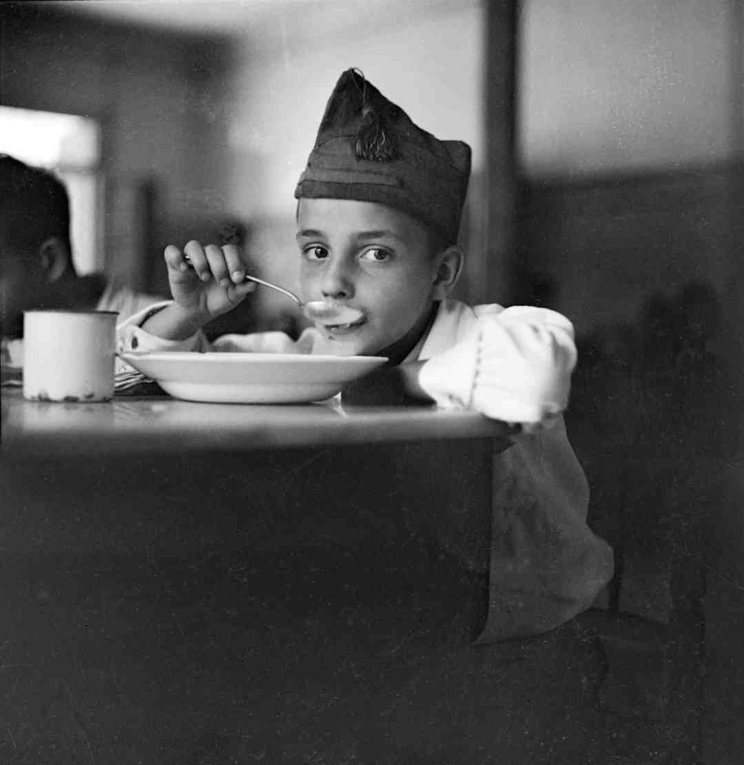Gerda Taro, War orphan eating soup, Madrid, Spain, 1937. © International Center of Photography, New York