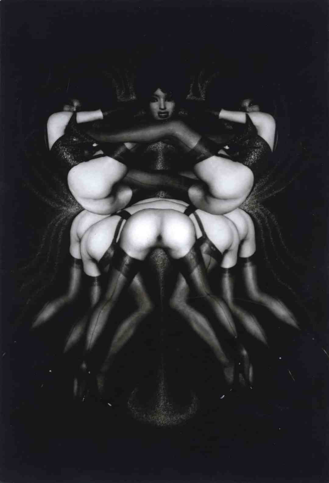 Pierre Molinier, Le triomphe des tribades ou sur le pavois, 1968, cm 21x15, vintage gelatin silver print (photomontage), Courtesy Collezione Ettore Molinario, ©Comité Pierre Molinier