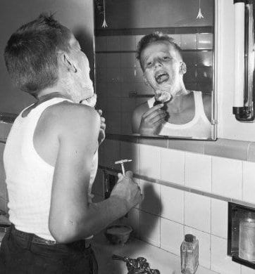 https://i1.wp.com/content.artofmanliness.com/uploads//2010/05/firstshave.jpg