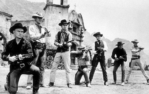 Великолепная семерка старого западного киношкола целится из винтовок
