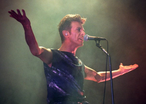 Bowie performing in 1995