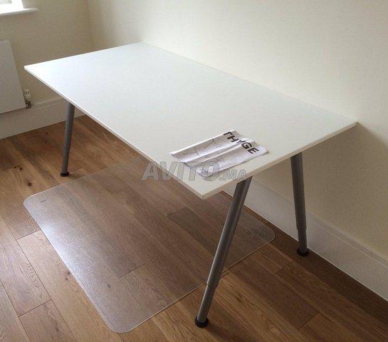 bureau ikea 160cmx80cm ajustable en hauteur
