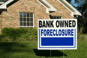 US home foreclosures drops