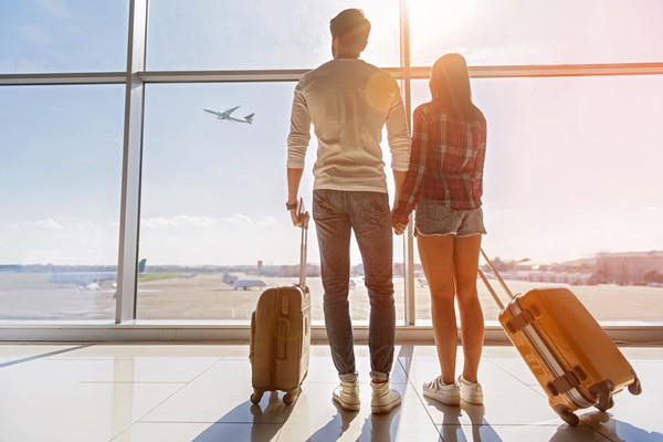 To rent or buy couple travelling